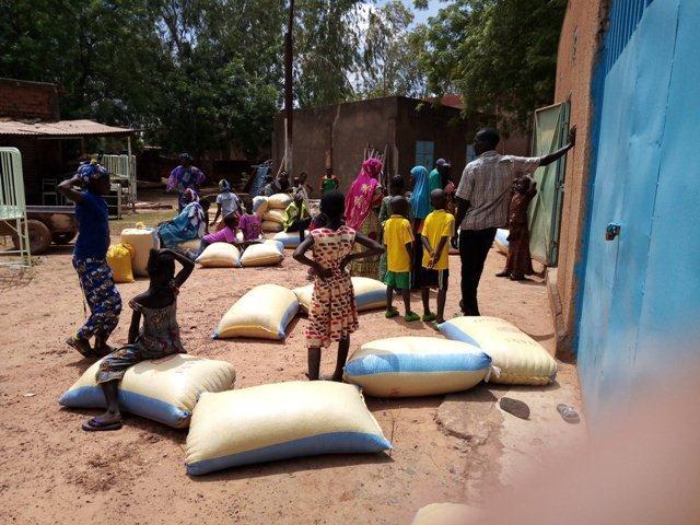 Don de vivres aux familles des orphelins